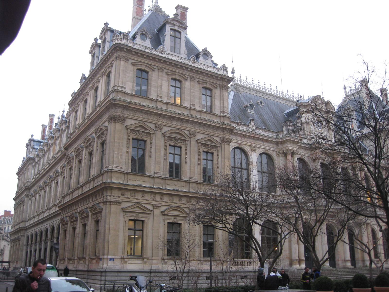 20 rue Bourse on left of bldg